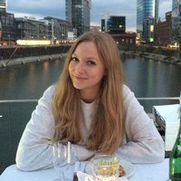 > > > Learn German with Laura from Dusseldorf < <